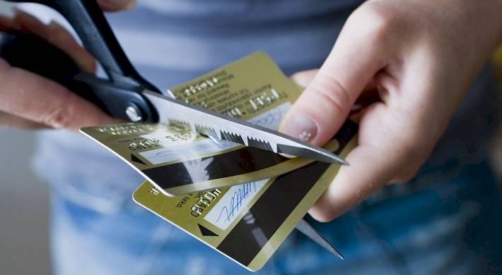Как закрыть банковскую карту без долгов
