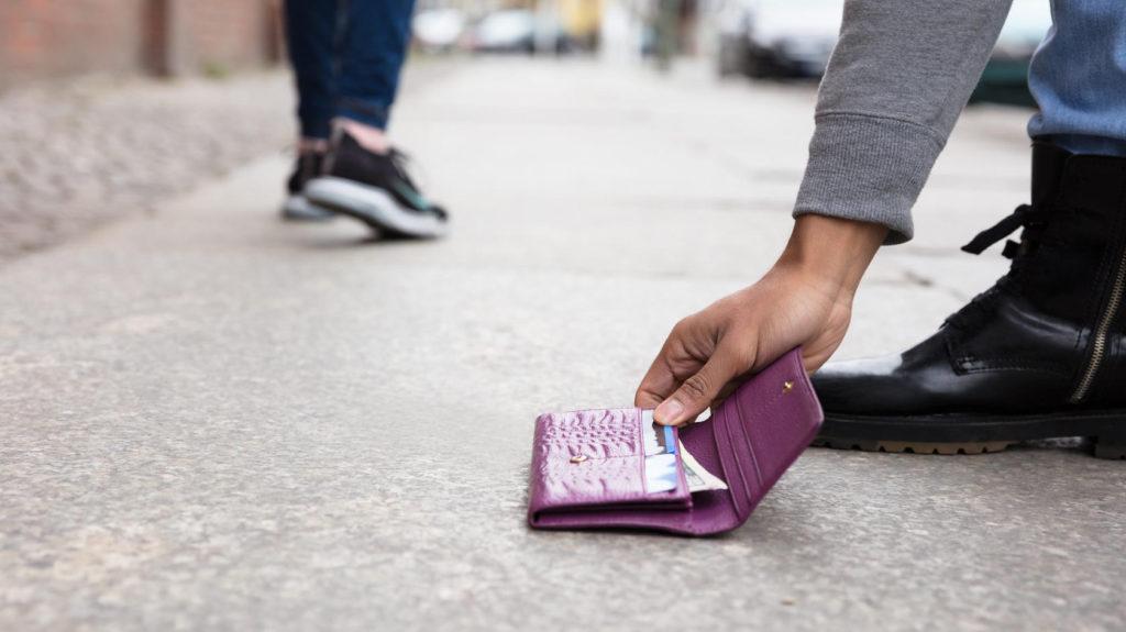 Что делать если у вас оказалась чужая банковская карта