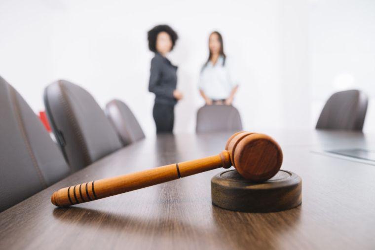 помощь страхового юриста